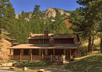 Black Hawk Lodge's cottage outside Rocky Mountain nationwide Park, Estes Park, CO